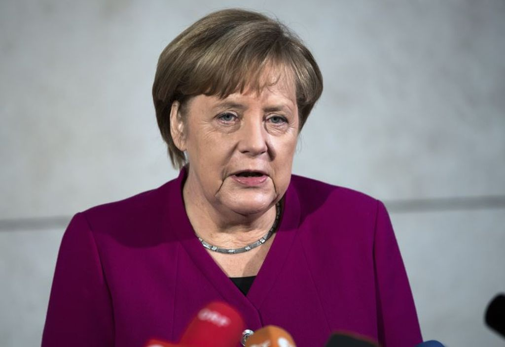 Merkel recomienda iniciar diálogos para formar