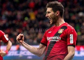 Lucas Alario está en la mira de Valencia y Villarreal
