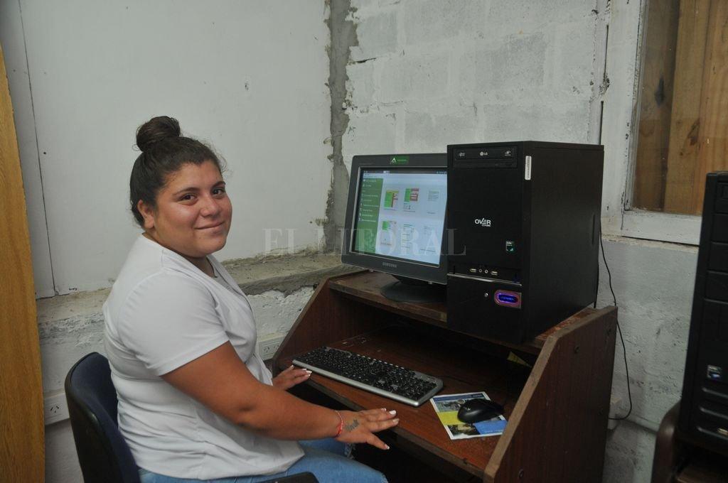 Guadalupe Ferré está colaborando para poner en marcha la sala de informática de la cooperativa Jóvenes por San Cayetano. Flavio Raina