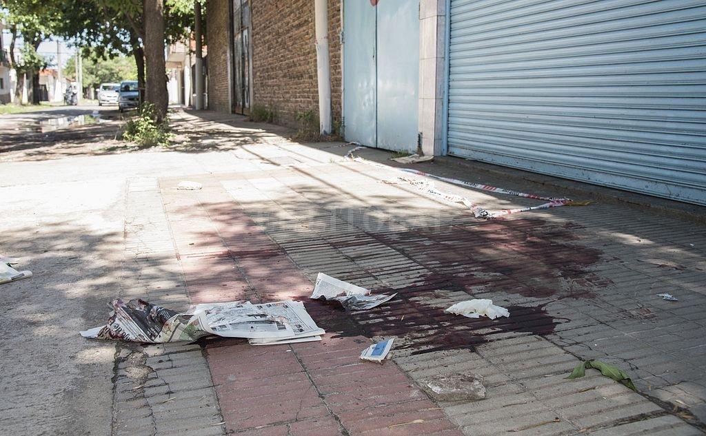 Escena del crimen de la hermana de Tubi Segovia. Se cree que quien le disparo fue Alan Funes, quien esta prófugo luego de aparecer en un video disparando una ametralladora.  Crédito: Agencia