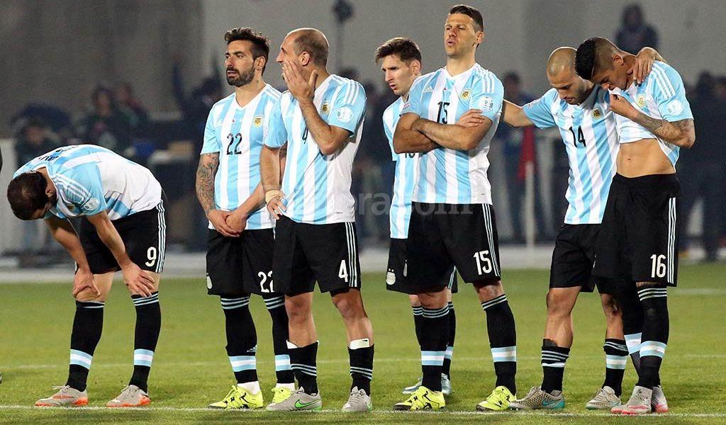 Argentina y Messi fueron sombras que ni los penales pudieron disimular