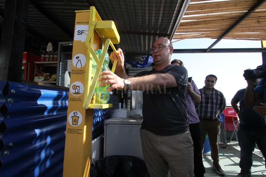 Instalaron dispositivos que reducen el tamaño de envases plásticos y metálicos. Mauricio Garin