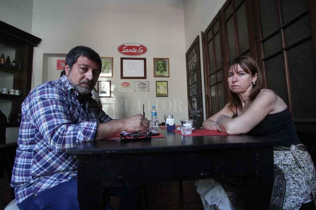 Angustiados. Sergio Gigliotti y Cristina Morla llevan una semana separados del menor que cuidaron durante un año y siete meses.  Crédito: Mauricio Garín