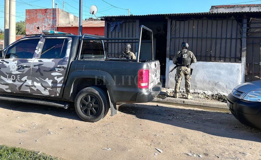 Uno de los allanamientos realizados para detener a los imputados por el crimen de Martínez. Crédito: El Litoral