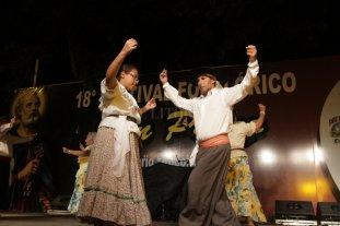 Dos lunas de música y danzas folclóricas en el Parque Garay