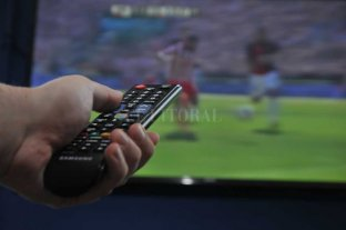 Horarios y TV: viernes feriado a puro fútbol -  -