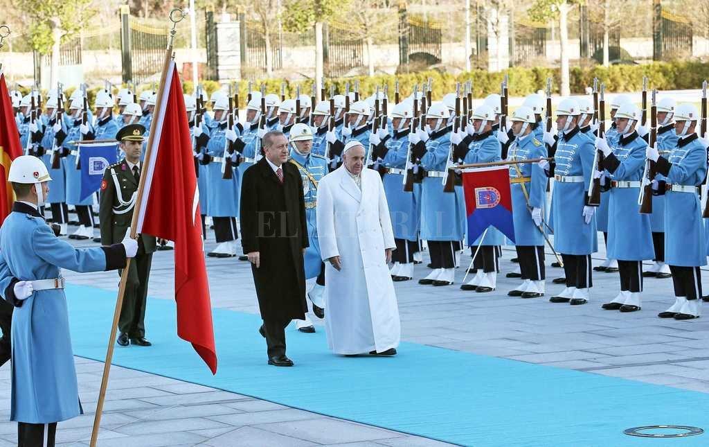 El Papa Francisco visitó Turquía en el 2014. El lunes recibirá a Recep Tayyip Erdogan en el Vaticano.  Crédito: Archivo El Litoral