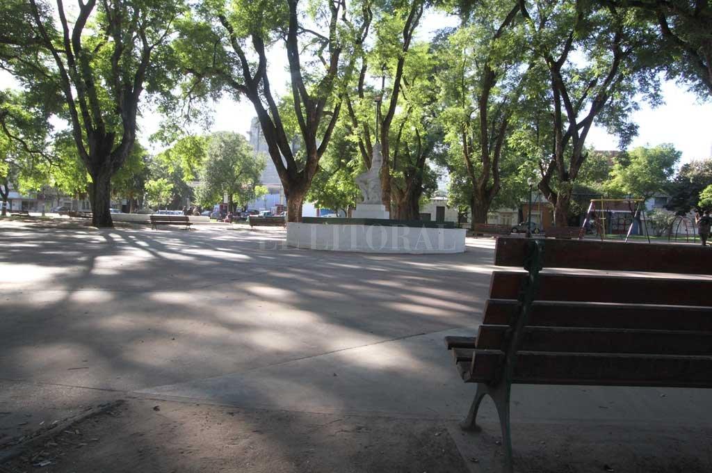 El cuidacoches generó inconvenientes en la zona de la plaza Pueyrredón <strong>Foto:</strong> Archivo El Litoral / Guillermo Di Salvatore