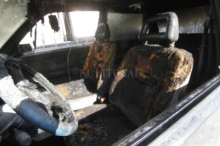 Ardieron dos autos en la noche santafesina