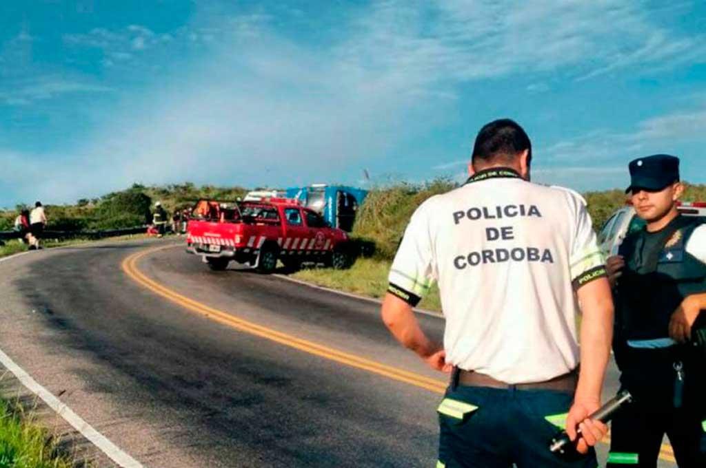 7 heridos graves — Volcó un colectivo