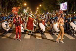 ¡Parimos Carnaval! Un notero pensó que una bailarina estaba embarazada, pero se equivocó