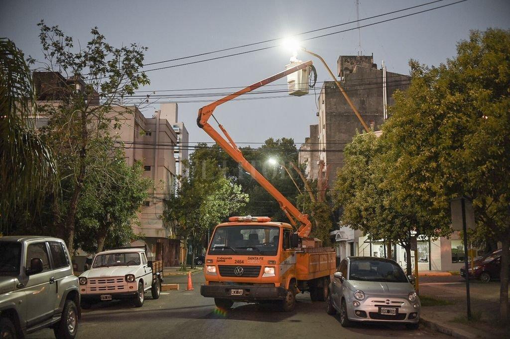 Más eficientes. Las luces LED ahorran electricidad e iluminan mejor, con una luz blanca y que genera mayor visibilidad. <strong>Foto:</strong> Gentileza Municipalidad de Santa Fe