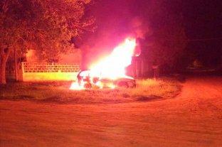 Incendiaron dos autos durante la noche