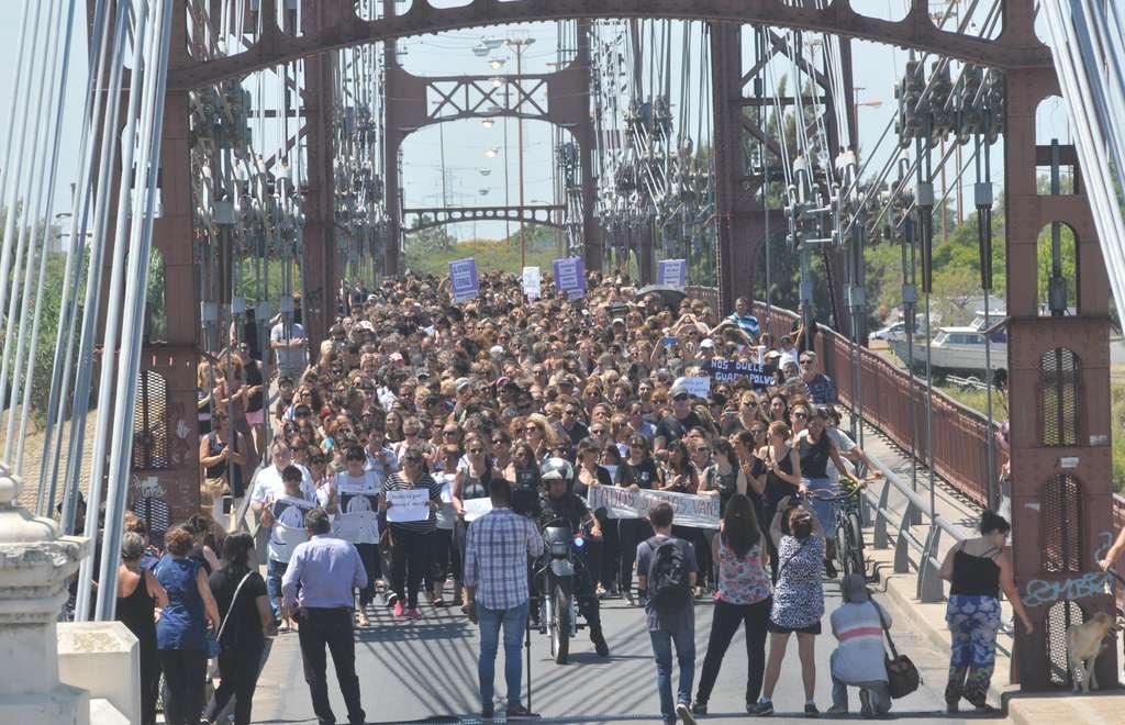 Masiva movilización en el mediodía de hoy, en reclamo del esclarecimiento del crimen. Crédito: Flavio Raina
