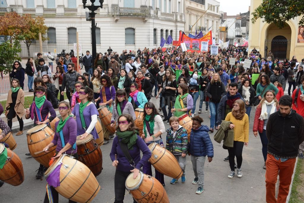 La última marcha en la ciudad organizada por la Mesa Ni Una Menos fue multitudinaria. Se realizó el 3 de junio del año pasado.  Crédito: Luis Cetraro