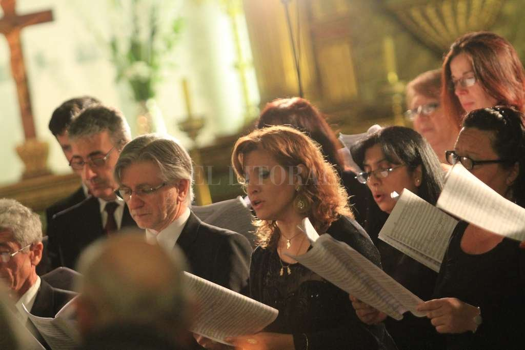 El coro durante una de sus presentaciones.