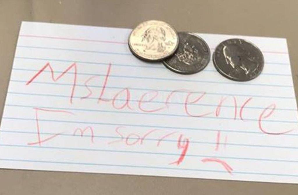 En la notita junto a las monedas, la niña escribió: