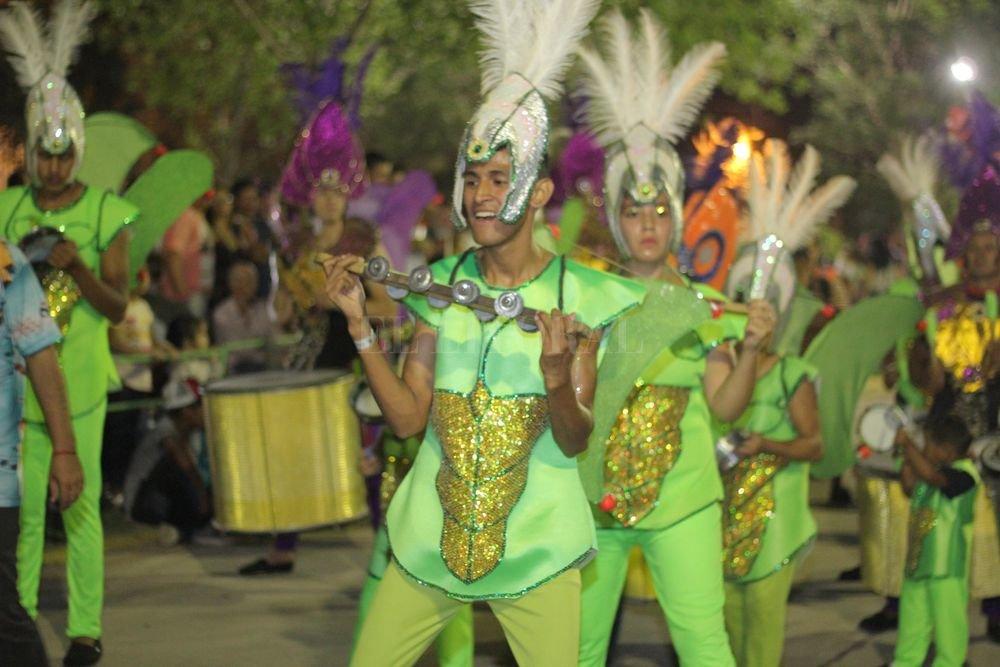 Más de 10.000 personas fueron testigo de un despliegue de color, brillo, purpurina y música. Gentileza Municipalidad de Recreo