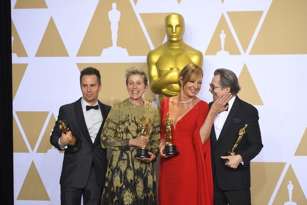 """Sam Rockwell (Mejor Actor Secundario) yFrances McDormand (Mejor Actriz), intérpretes de """"Tres anuncios para un crimen"""", junto a Allison Janney (Mejor Actriz Secundaria por """"Yo, Tonya"""") y Gary Oldman (Mejor Actor por """"Las horas más oscuras""""). DPA"""