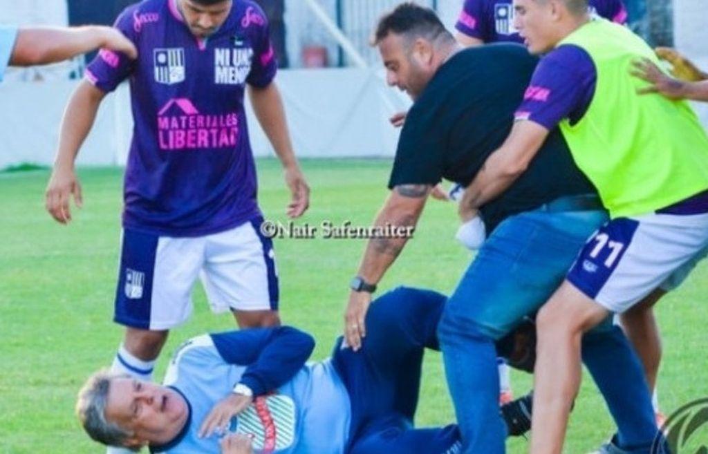 El periodista fue agredido en la cancha de Colegiales en un partido del ascenso en donde se enfrentaban su equipo contra Central Ballester.  Crédito: Internet