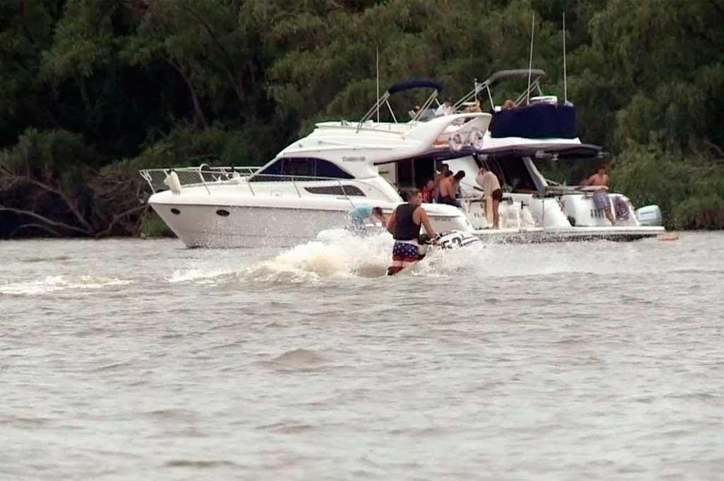 Joven se cayó de un catamarán y desapareció en el río Lujan