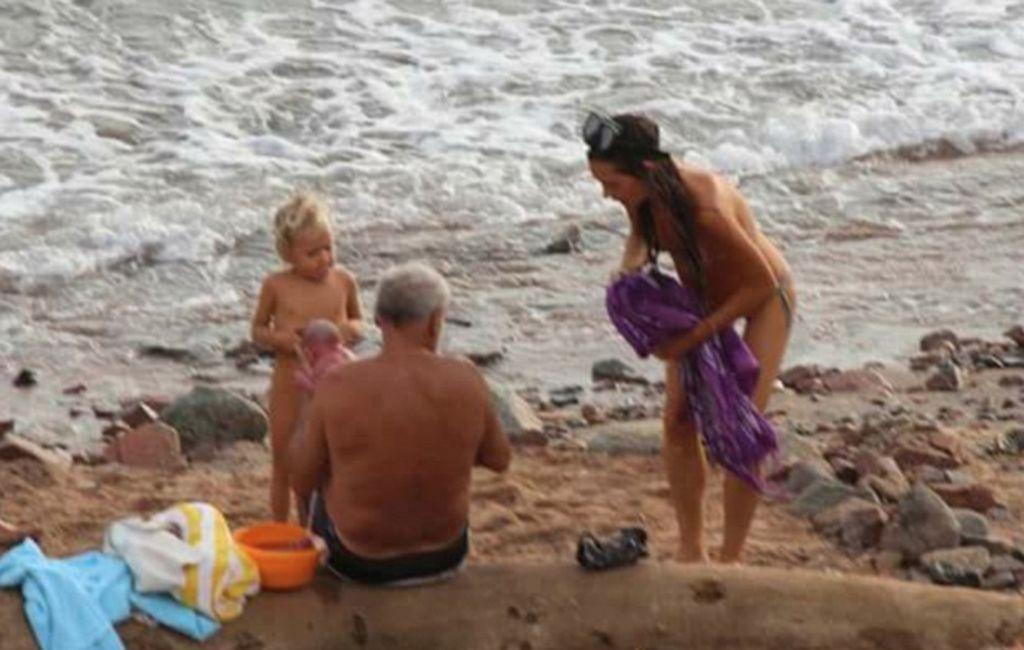 Su bebé nació en las aguas del Mar Rojo. Mirá todas las fotos. Internet