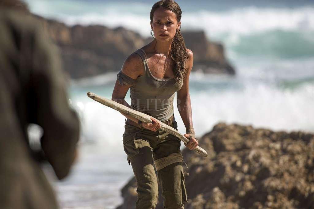 La sueca Alicia Vikander se pone en la piel de la aventurera de videojuegos que supo encarnar Angelina Jolie. <strong>Foto:</strong> Gentileza Warner Bros.