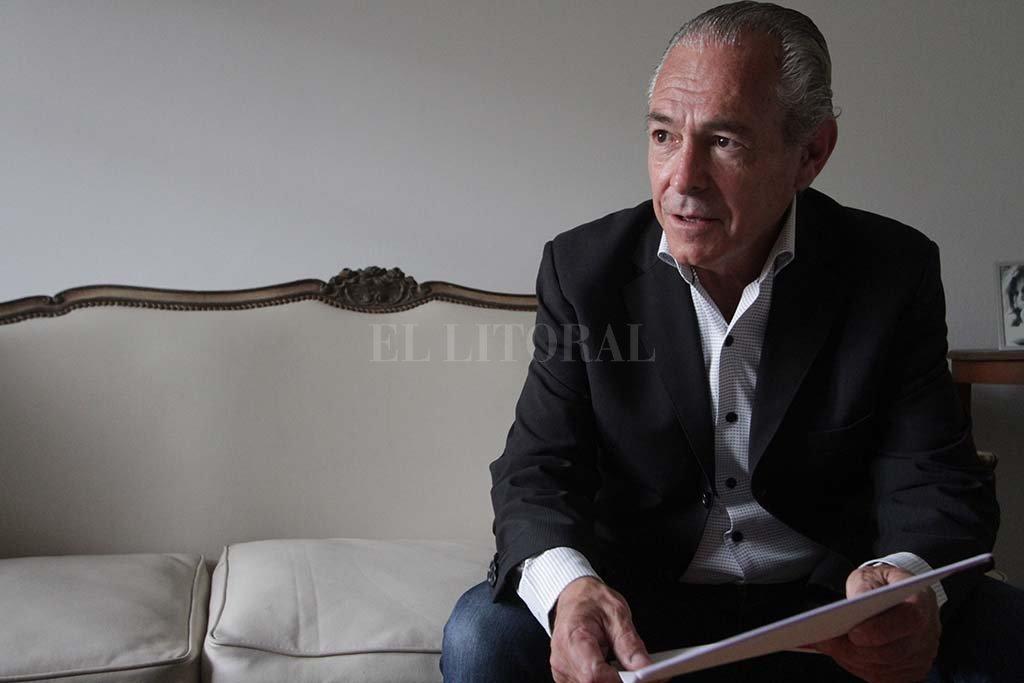 """Refrán. """"¿No dicen que la tercera es la vencida?"""", argumenta con una pregunta retórica el embajador argentino en el Uruguay. <strong>Foto:</strong> Luis Cetraro."""
