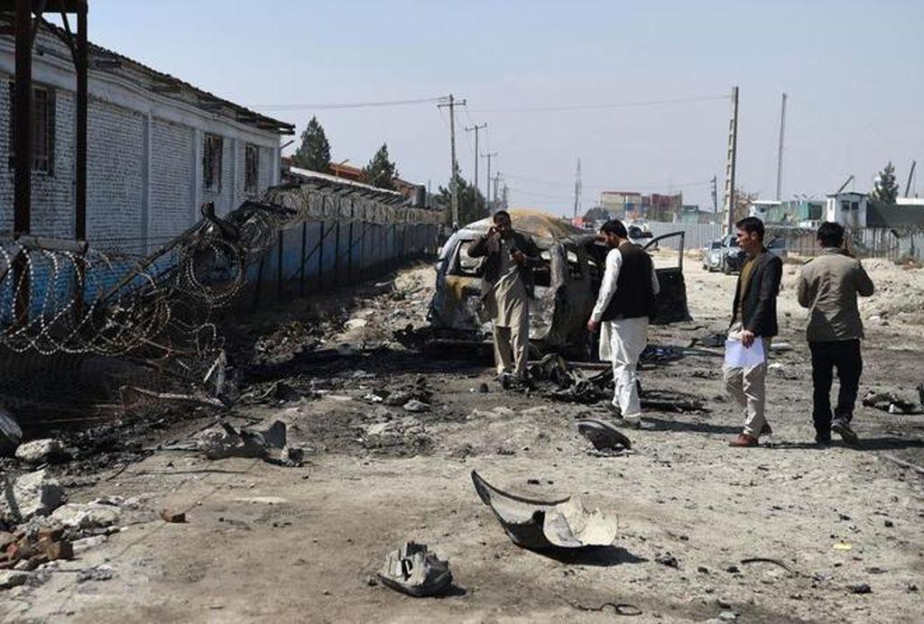 Uno de los últimos atentados con coche bomba en Kabul, el pasado 17 de marzo. Crédito: WAKIL KOHSARAFP - El Mundo