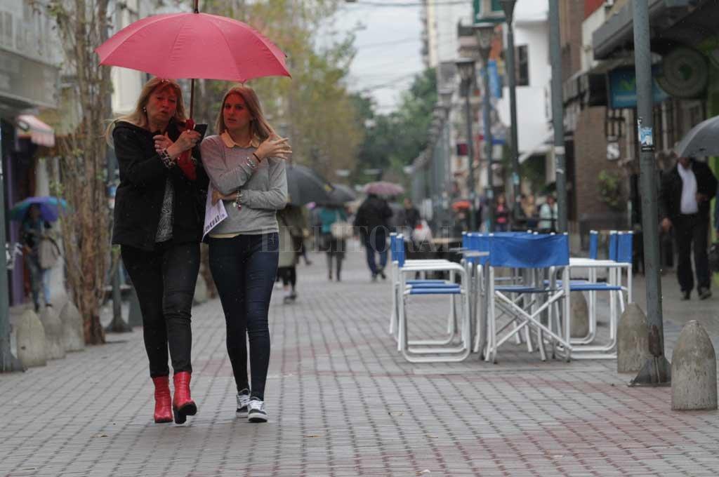 Llueve en Tucumán y se mantiene la alerta meteorológica por tormentas fuertes