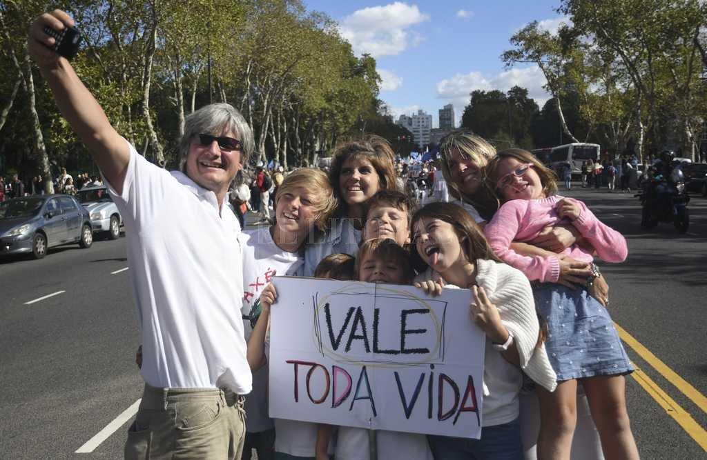 Miles de personas se convocaron en diferentes puntos del país en la Marcha por la Vida. En la foto la ciudad de Buenos Aires <strong>Foto:</strong> Télam