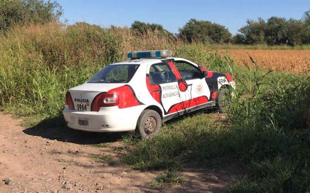 El cuerpo del policía fue hallado dentro de un auto en un camino de difícil acceso. Crédito: Captura digital - Quatro TV