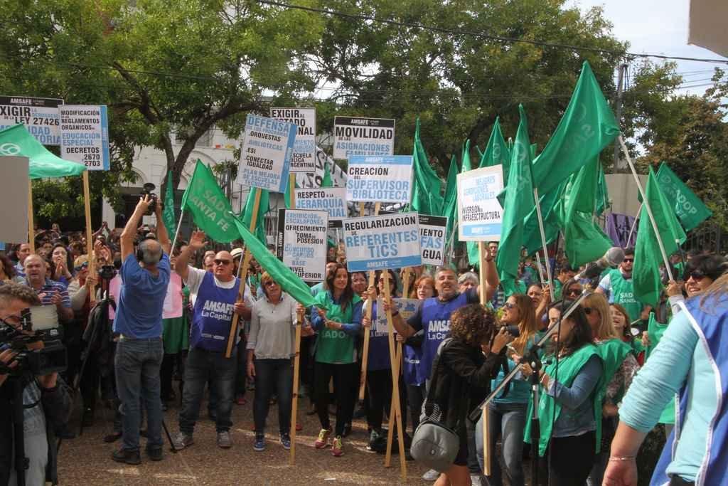 Docentes protestaron ante la Regional 4ta de Educación <strong>Foto:</strong> Guillermo Di Salvatore