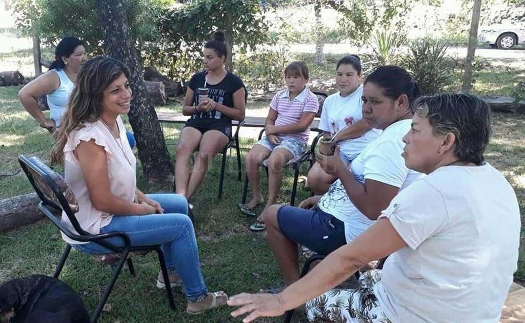 Opciones. Las vecinas de Las Vegas describieron a Gabriela Solano los dos lugares que ven como alternativas válidas para la construcción del predio recreativo.  <strong>Foto:</strong> Partido Socialista