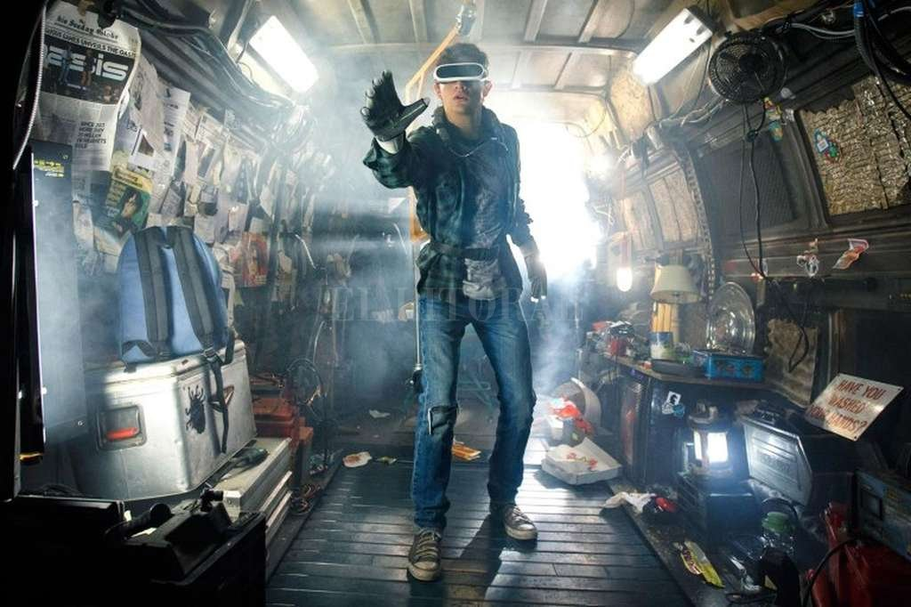 Wade Watts (Tye Sheridan), un joven e improbable héroe, decide unirse a la competencia por la herencia del excéntrico James Halliday, creador del universo virtual Oasis. <strong>Foto:</strong> Warner Bros. Pictures