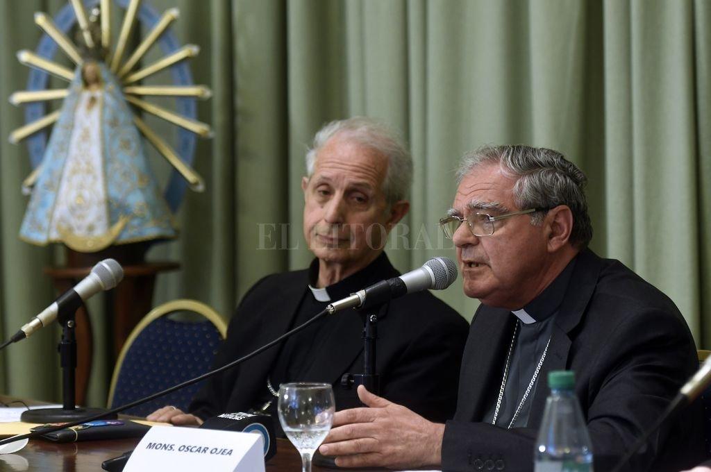 El titular de la CEA, monseñor Oscar Ojea, y el arzobispo de Buenos Aires, cardenal Mario Poli. <strong>Foto:</strong> Archivo El Litoral