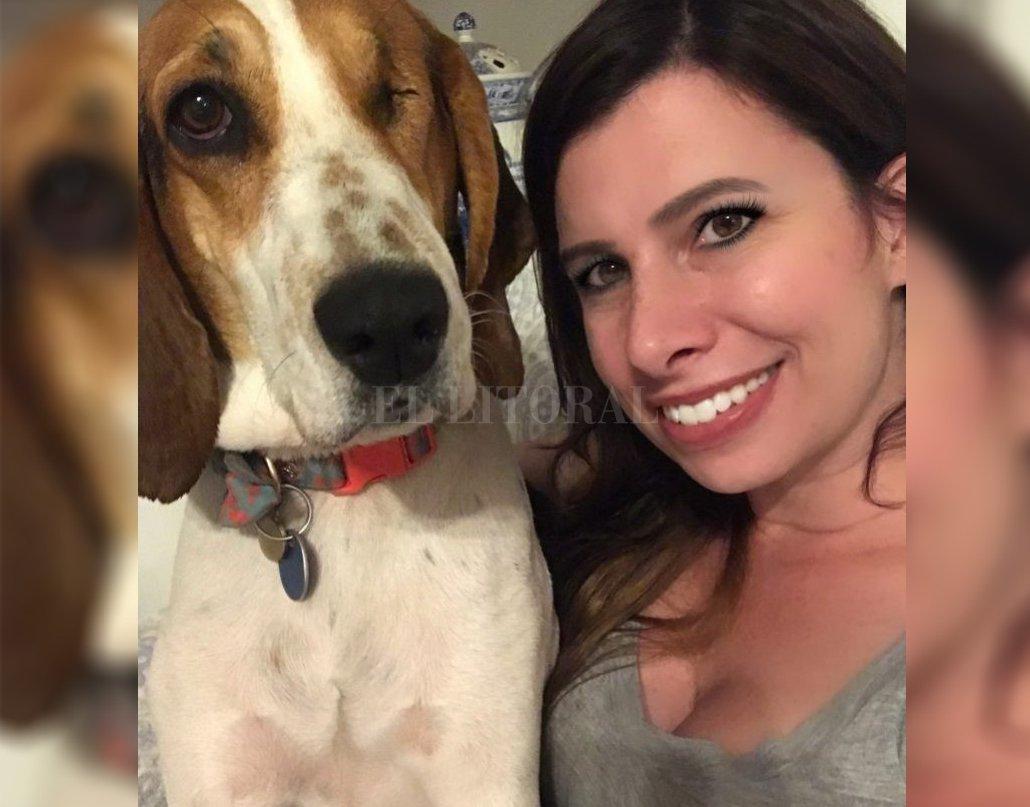 Lauren y su fiel perrita, Victoria, que le salvó la vida. Crédito: Internet