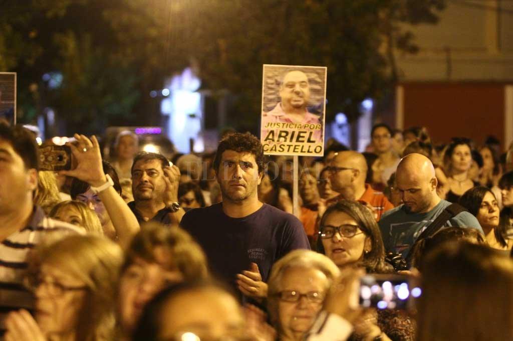 Centenares de vecinos de barrio Roma, marcharon para pedir justicia por el crimen de Ariel Castelló. Crédito: Pablo Aguirre