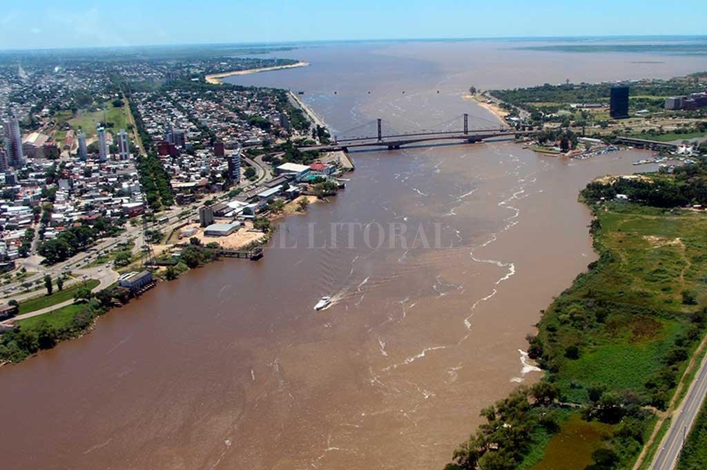 Encanto. Es el que tiene hoy la laguna Setúbal, junto al Puente Colgante, un símbolo de la ciudad de Santa Fe. ¿Se perderá? La imagen es de 2017. Crédito: Archivo El Litoral