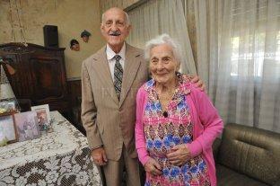 Ella tiene 100 años y él 99 y viven una hermosa historia de amor