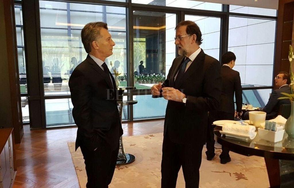 Macri y Rajoy durante una cumbre en Beijing, en mayo del año pasado. <strong>Foto:</strong> Clarín
