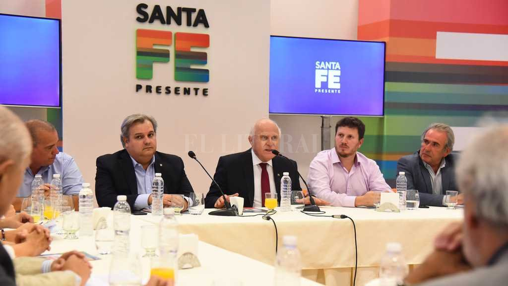 El gobernador presentó a referentes de los partidos políticos el anteproyecto de Reforma Constitucional Crédito: Gentileza prensa Gobierno de la Provincia