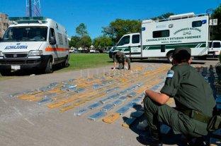 """Detuvieron a una """"Narcoambulancia"""" con 400 kilos de marihuana"""