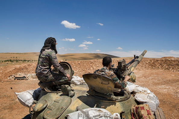 Soldados del Ejército de Siria vigilan la provincia de Homs.  Crédito: Televisa News