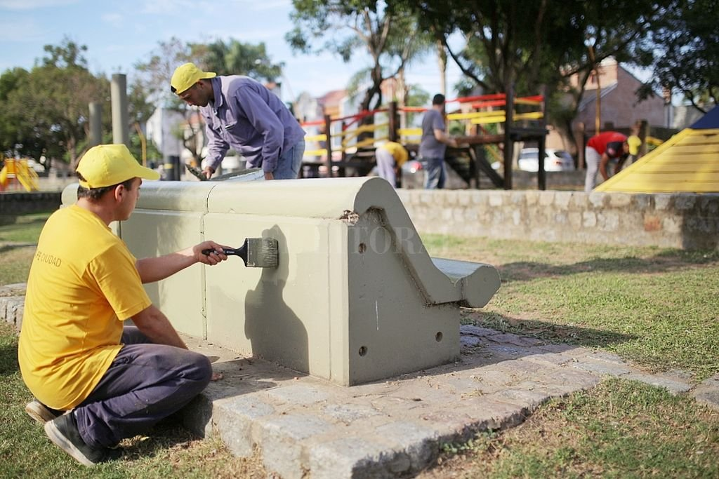 El cronograma de trabajos municipal se realiza en diferentes espacios públicos de la ciudad y se enmarca en las tareas de mantenimiento que se realizan regularmente.  Crédito: Gentileza