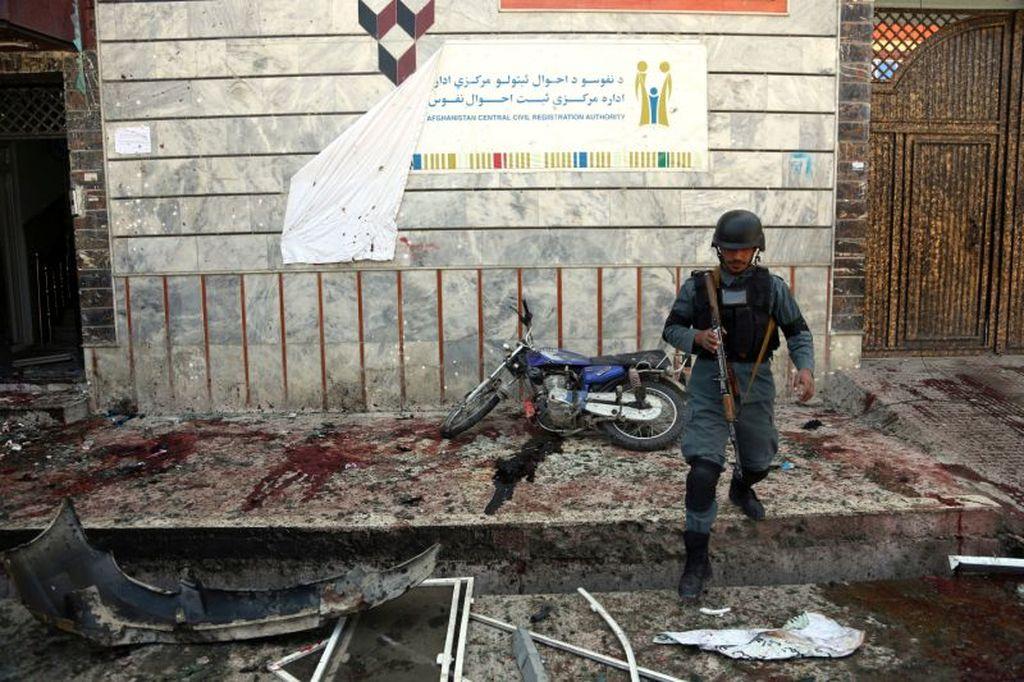 Atentado suicida en una oficina de tramitación de documentos de Kabul, la capital de Afganistán. Internet