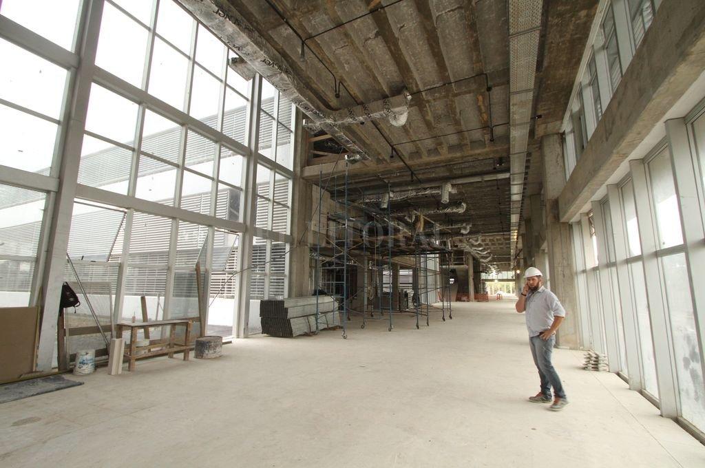 Imponente. Los ambientes amplios e iluminados caracterizan al edificio. <strong>Foto:</strong> Guillermo Di Salvatore