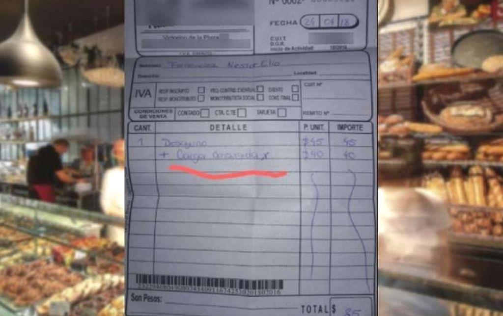Tuvo que pagar extra en un café por cargar la notebook