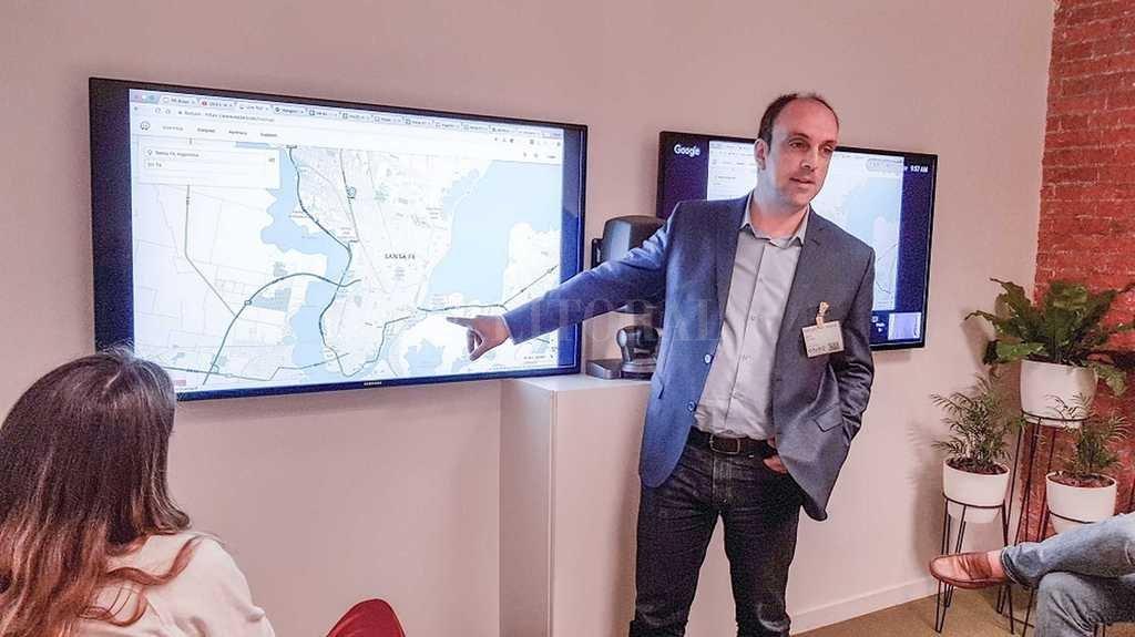 """El intendente José Corral participó del lanzamiento del programa """"Ciudadanos Conectados"""" y valoró la información disponible en tiempo real.  Gentileza MCSF"""