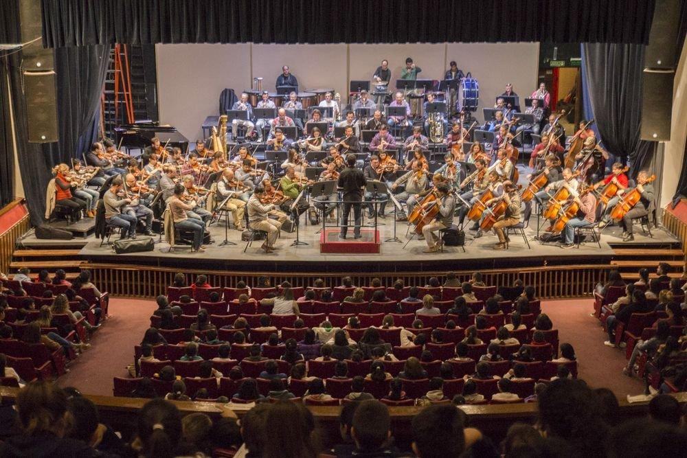 El objetivo de los conciertos didácticos es conectar a la juventud con el universo de la música académica, dándoles herramientas para su comprensión y análisis. <strong>Foto:</strong> Gentileza producción